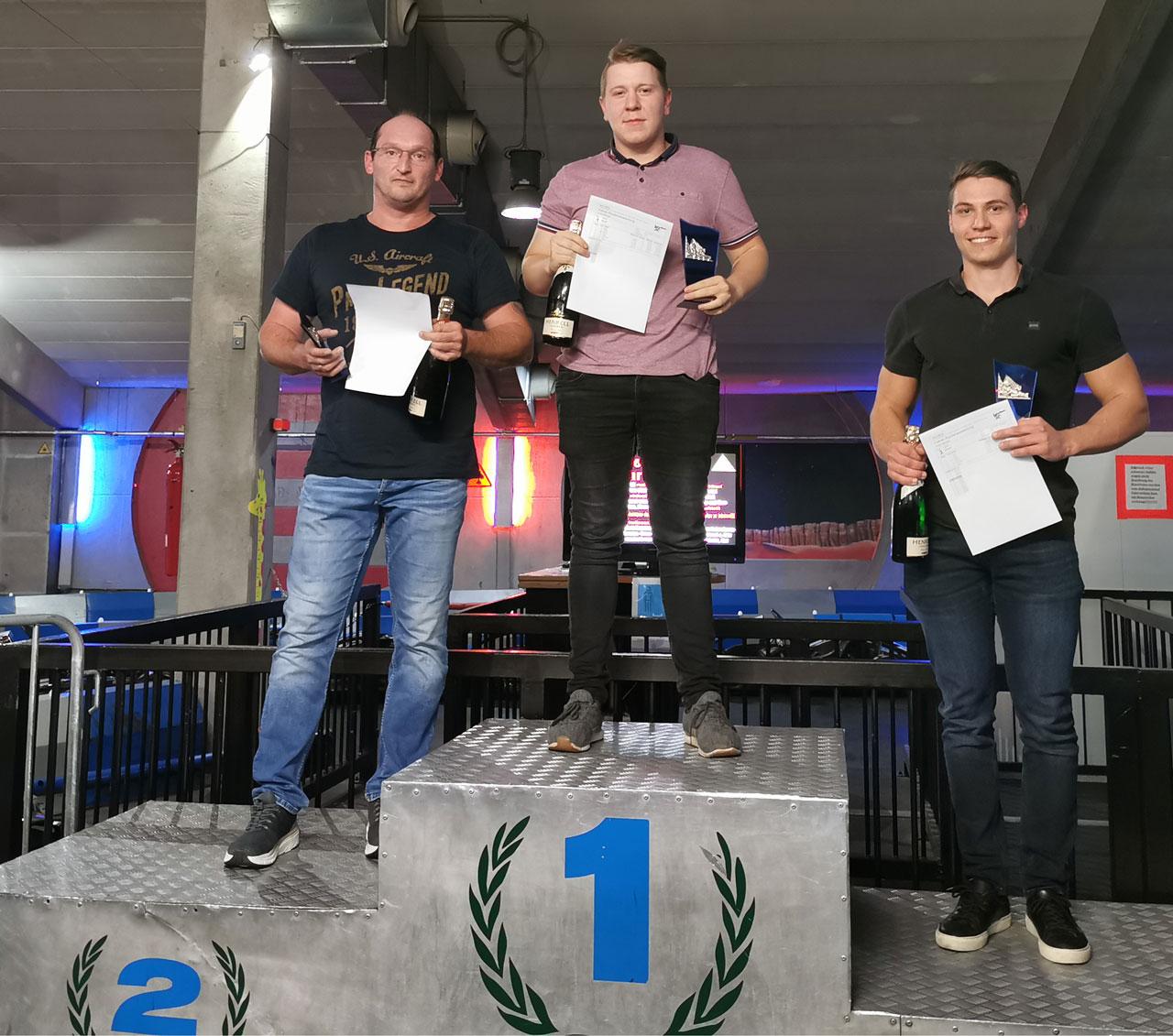 v.l. Zweitplatzierter Josef Zaglauer, Sieger Kevin Strohmaier und Drittplatzierter Simon Weber